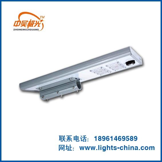 太阳能路灯照明的应用寿命比普通的照明灯具的长